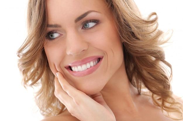 Bella donna sorridente Foto Gratuite