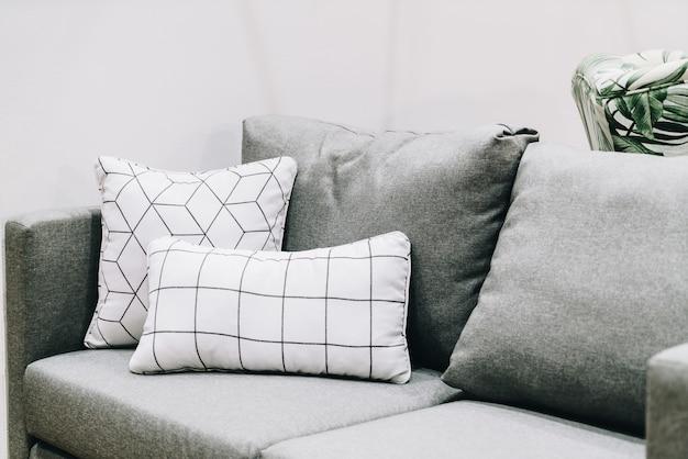 Cuscini Sul Divano.Bella E Comoda Decorazione Cuscino Sul Divano Foto Premium