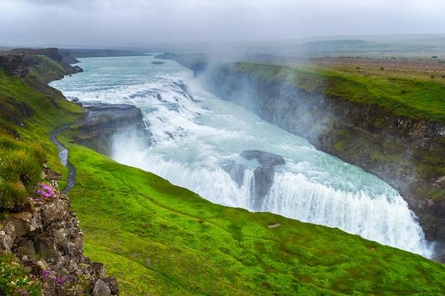 Bella e famosa cascata di gullfoss Foto Premium