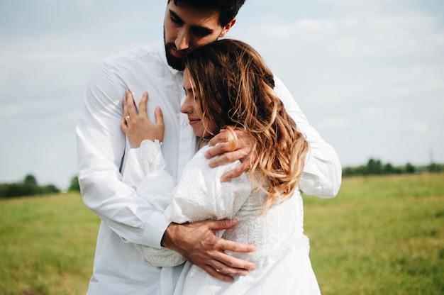 Bella giovane coppia innamorata Foto Premium