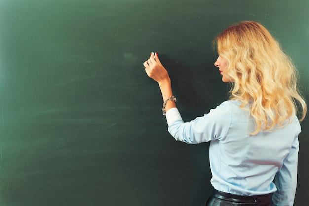 Bella giovane insegnante Foto Premium