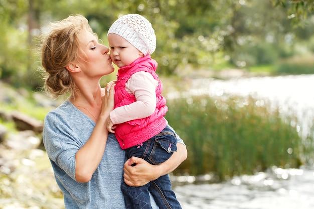 Bella madre con figlia Foto Gratuite
