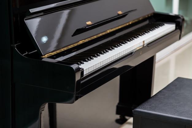 Sgabello rotondo per pianoforte in legno di faggio idfdesign