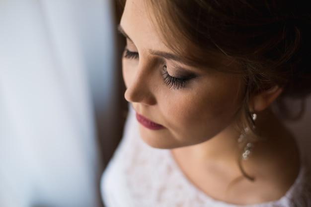 Bella sposa con lunghe ciglia Foto Premium
