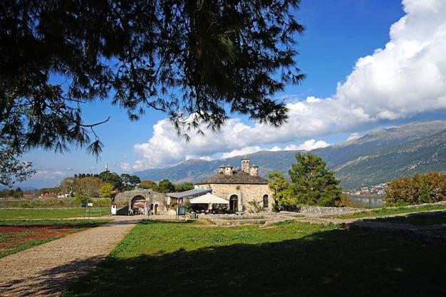 Bella vista su un castello Foto Premium