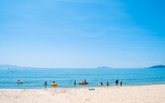 Bella vista sul mare di sinji myeongsasimni beach, wando, corea del sud. Foto Premium