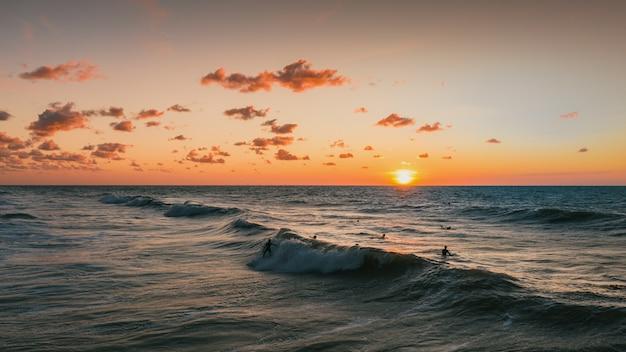 Bella vista sul tramonto e sull'oceano a domburg, paesi bassi Foto Gratuite