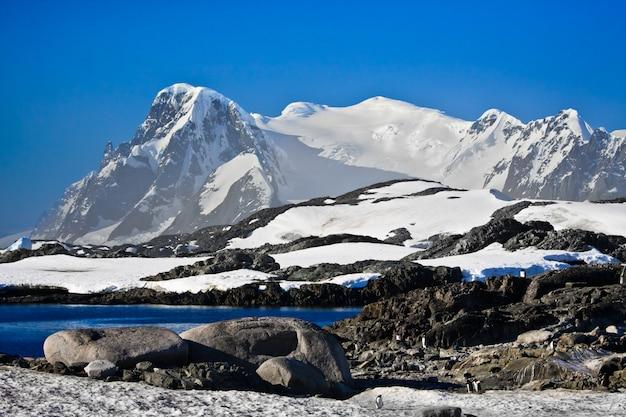 Belle montagne innevate Foto Premium