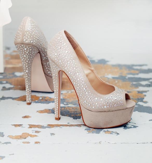 Belle scarpe con brillante Foto Gratuite