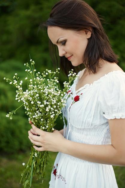 Bellezza donna romantica all'aperto Foto Gratuite