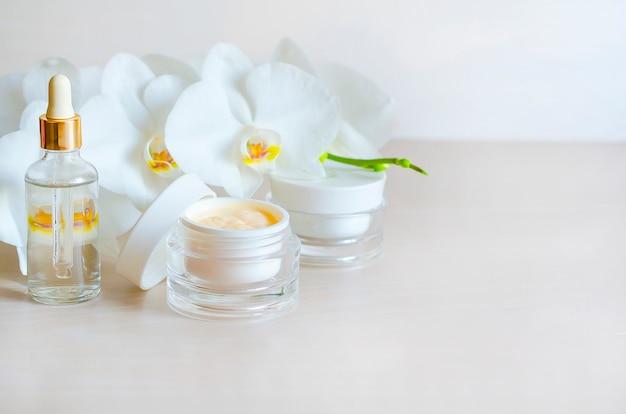 Bellezza . prodotto cosmetico naturale per la cura della pelle. trattamenti spa per viso e corpo. Foto Premium