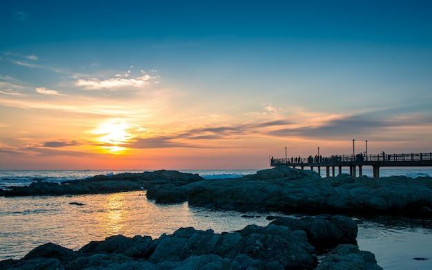 Bellissima alba sulla spiaggia di homigot, pohang, corea del sud, Foto Premium