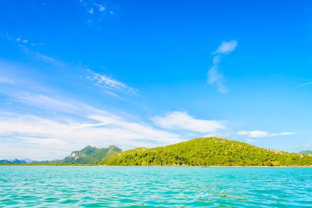 Bellissima isola tropicale, spiaggia, mare e oceano Foto Gratuite