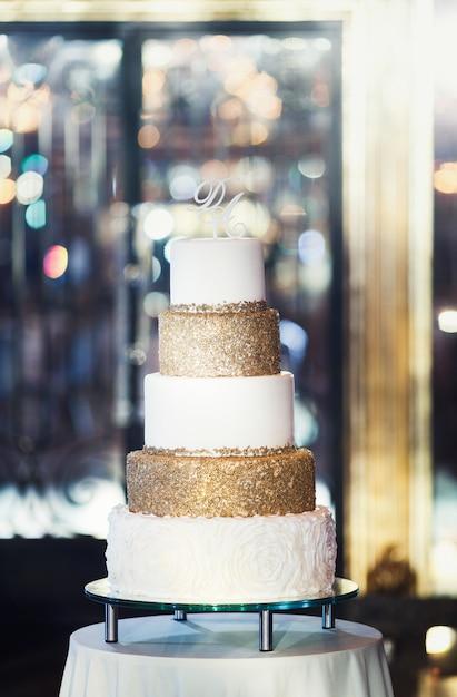 Bellissima torta nuziale Foto Premium