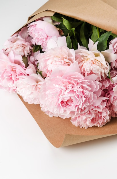 Bellissimi fiori freschi di peonia Foto Gratuite