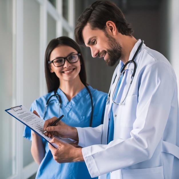 Bellissimi giovani dottori Foto Premium