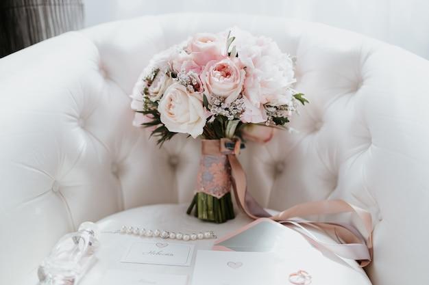Bouquet Sposa Carta Da Zucchero.Bellissimo Bouquet Da Sposa Con Fiori Rossi Rosa E Bianchi Rose