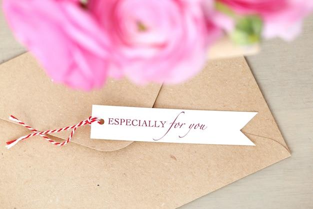 Bellissimo bouquet nel piatto Foto Gratuite