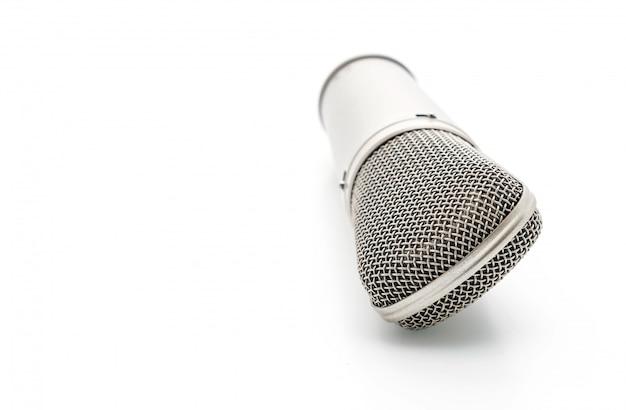 Bellissimo microfono su bianco Foto Premium