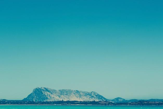 Bellissimo scatto di massiccio calcareo sardo Foto Gratuite