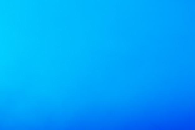 Bellissimo sfondo blu che si tinge dalla luce al buio. concetto cielo, aria e mare. Foto Premium