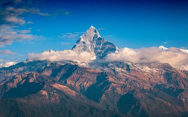 Bellissimo splendente monte fishtail, pokhara, nepal Foto Premium