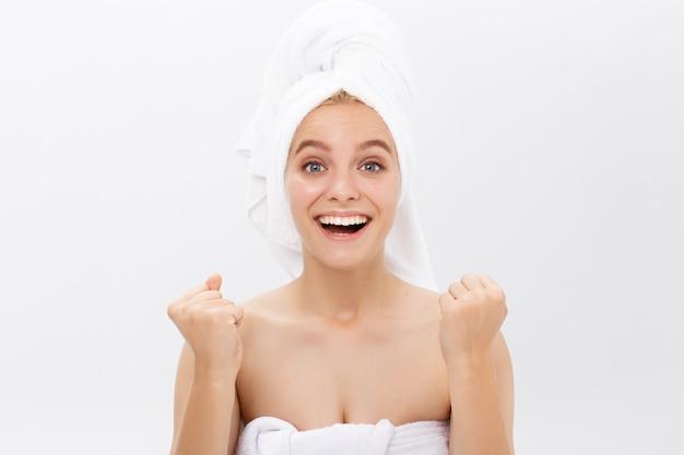 Bello centro termale sano e bello del fronte della donna del fronte della donna e concetto cosmetici cosmetici Foto Premium