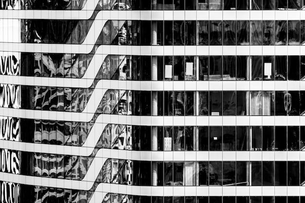 Bello modello della costruzione di finestra di architettura Foto Gratuite