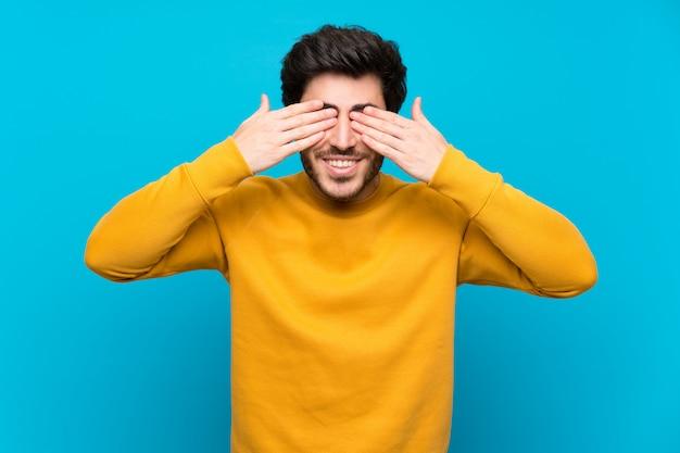 Bello sopra gli occhi blu isolati della copertura di parete a mano Foto Premium