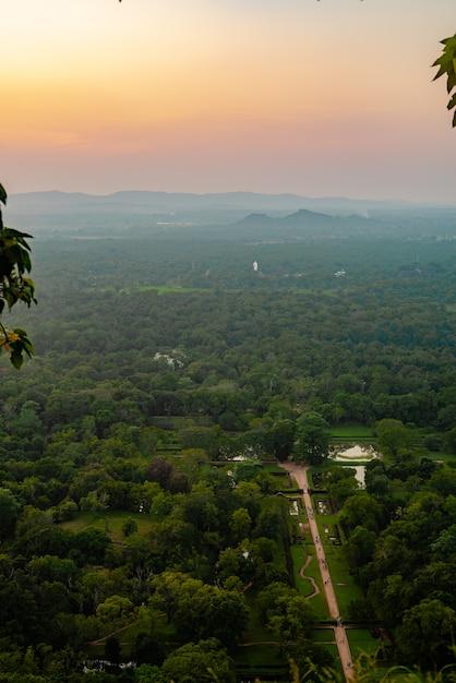 Bello tramonto asia sri lanka da un'altezza Foto Premium