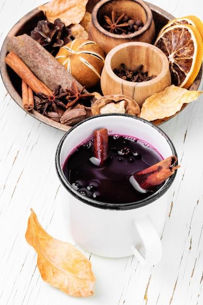 Bevanda riscaldante stagionale vin brulè Foto Premium