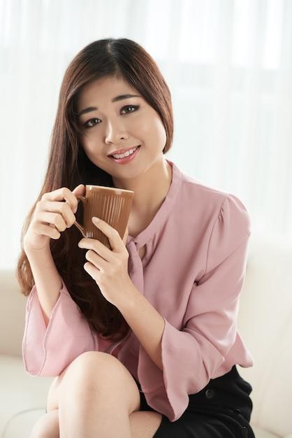 Bevendo caffè Foto Gratuite