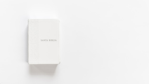 Bibbia bianca holly bible su bianco Foto Gratuite