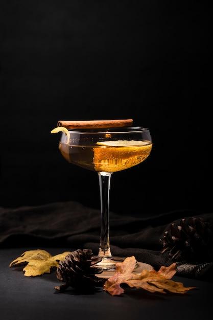 Bicchiere di bevanda rinfrescante copia spazio Foto Gratuite