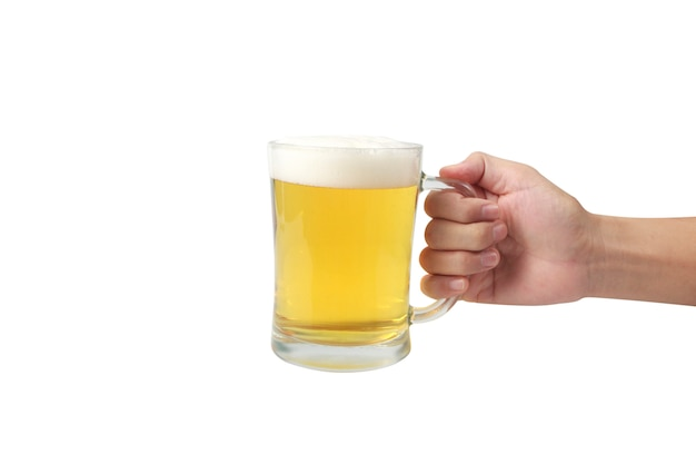 Bicchiere di birra in mano isolato su uno sfondo di superficie bianca Foto Premium