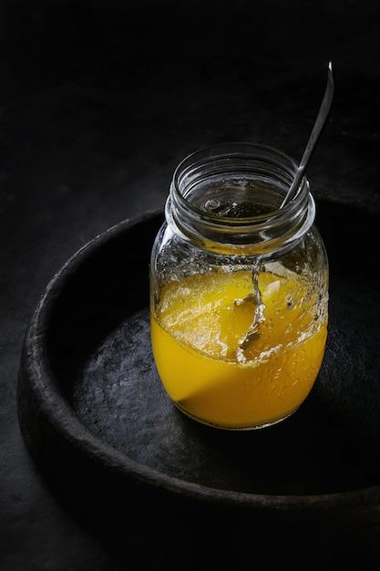 Bicchiere di burro ghi Foto Premium