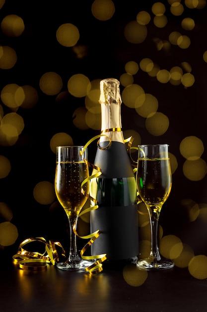 Bicchiere e bottiglia di champagne Foto Premium
