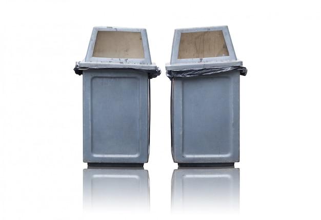 Bidone della spazzatura due isolato su bianco Foto Premium