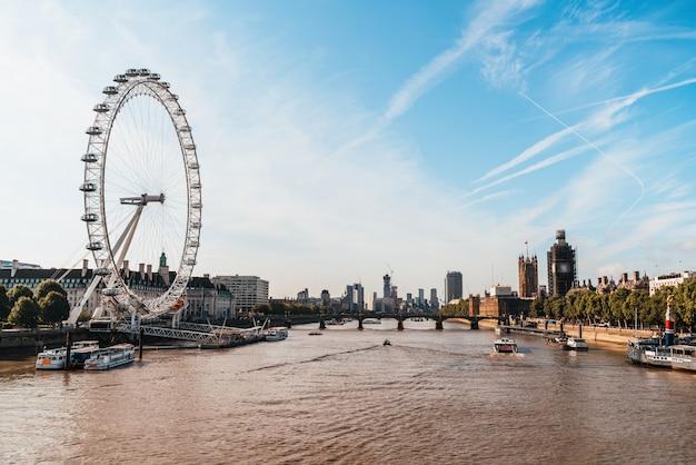 Big ben e westminster bridge a londra, regno unito Foto Premium