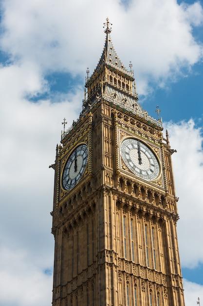 Big ben (elizabeth tower) a londra Foto Premium