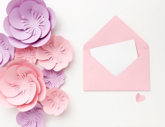 Biglietto di auguri con ornamenti floreali Foto Gratuite