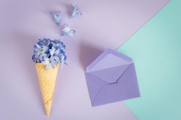 Biglietto di auguri di minimalismo floreale Foto Premium
