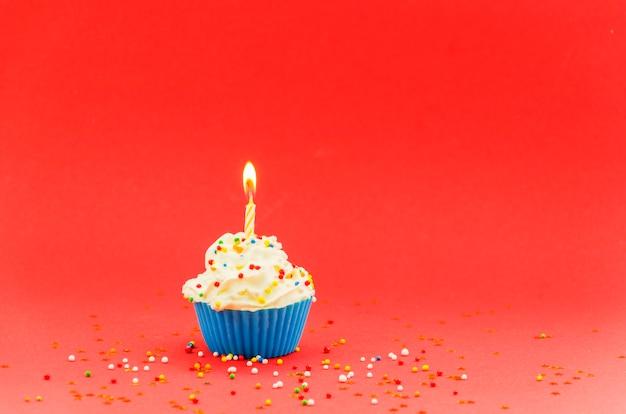 Bigné di compleanno con candela Foto Gratuite