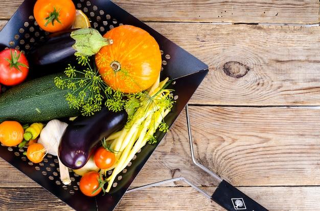 Bio verdure fatte in casa per la cottura. foto dello studio Foto Premium