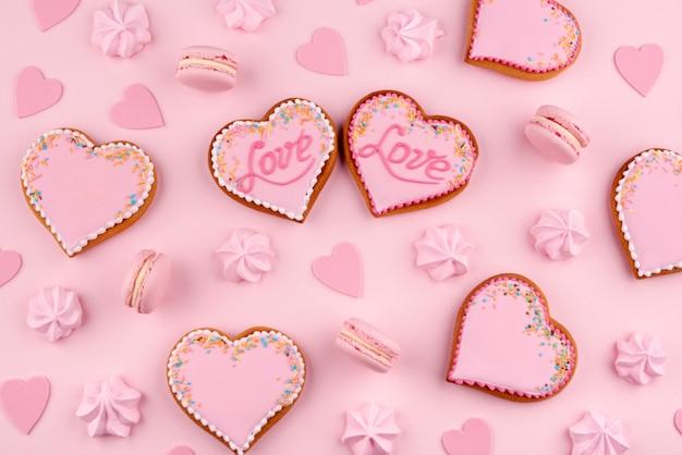 Biscotti a forma di cuore per san valentino Foto Gratuite