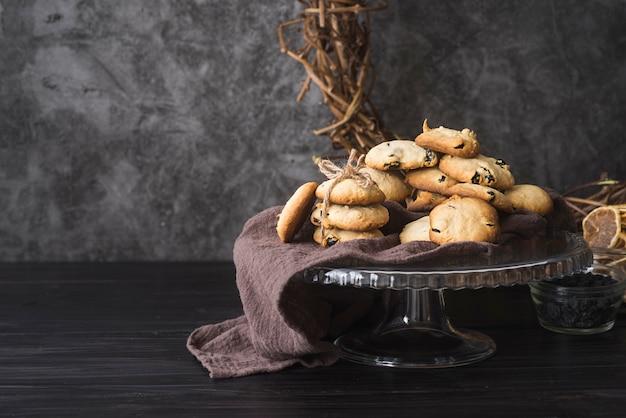 Biscotti di pepita di cioccolato casalinghi di vista frontale Foto Gratuite