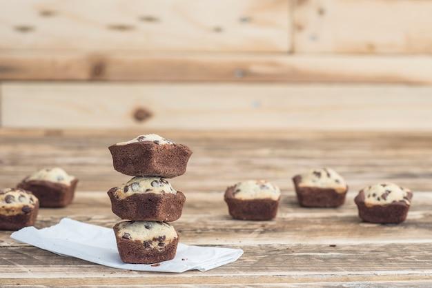 Biscotto brownie al cioccolato fatto a mano Foto Premium