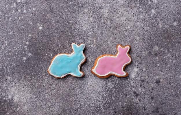Biscotto di pasqua a forma di coniglio e pecora Foto Premium