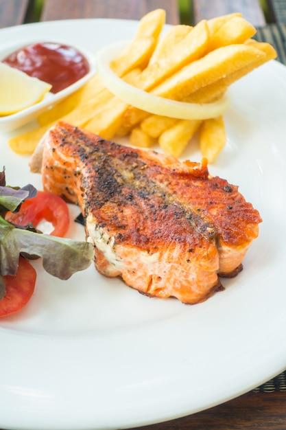 Bistecca di color salmone Foto Gratuite