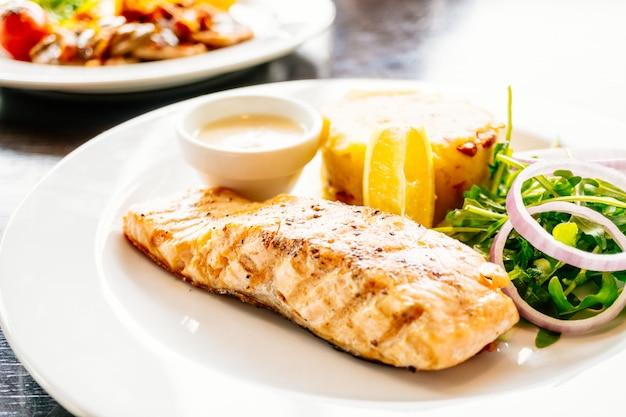 Bistecca di filetto di salmone Foto Gratuite